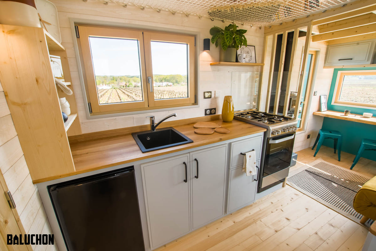 tiny house baluchon 4 - Mother and daughter live full time in stunning tiny house with cool hammock floor