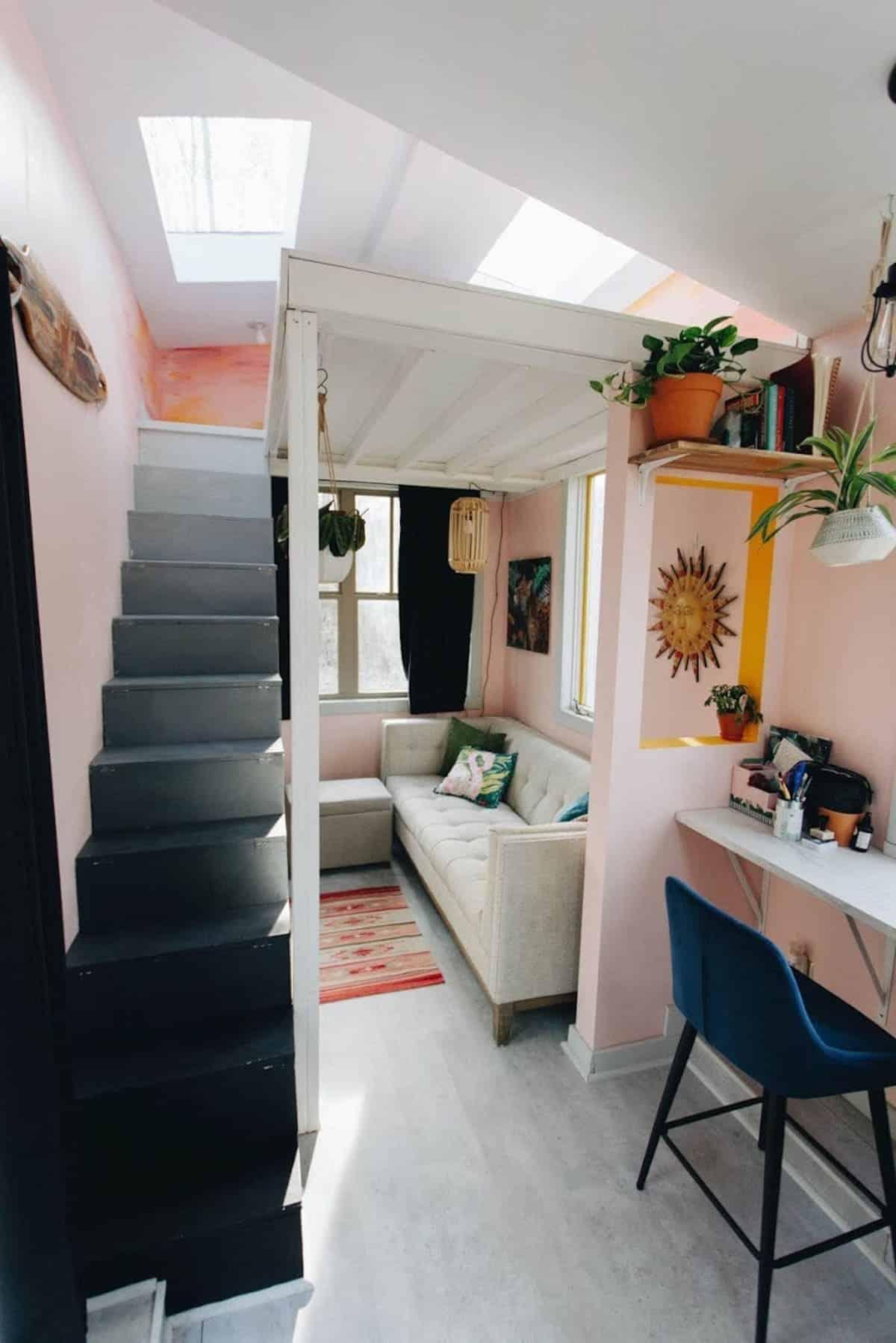 tiny house hola 10 - Tropical tiny house offers visitors a creative getaway