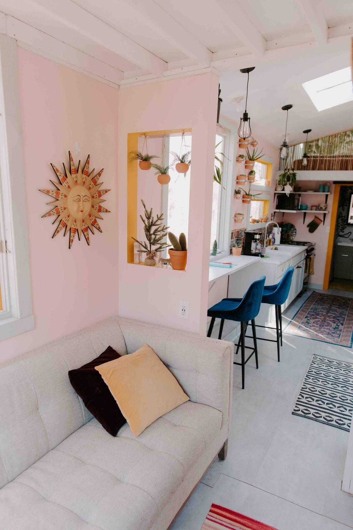 tiny house hola 13 - Tropical tiny house offers visitors a creative getaway