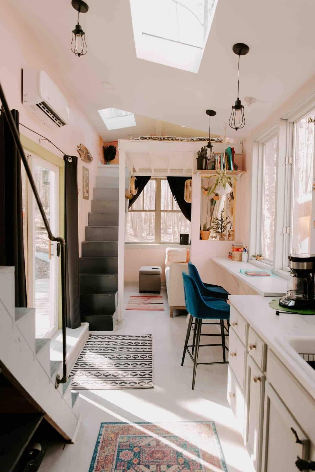 tiny house hola 16 - Tropical tiny house offers visitors a creative getaway