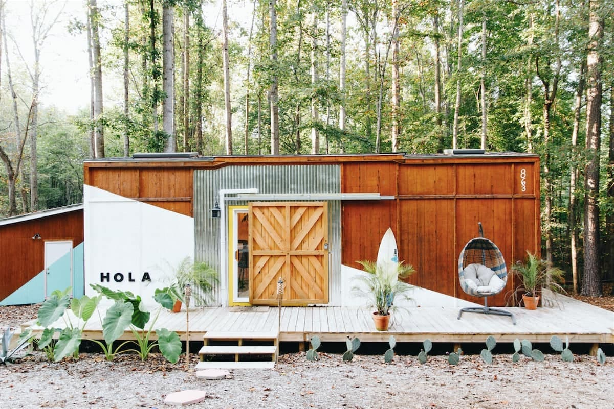 tiny house hola 18 - Tropical tiny house offers visitors a creative getaway