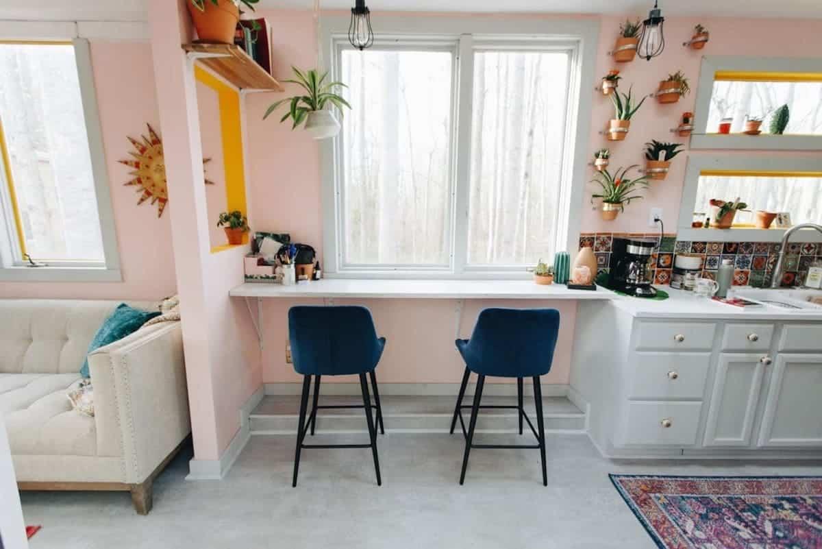 tiny house hola 4 - Tropical tiny house offers visitors a creative getaway