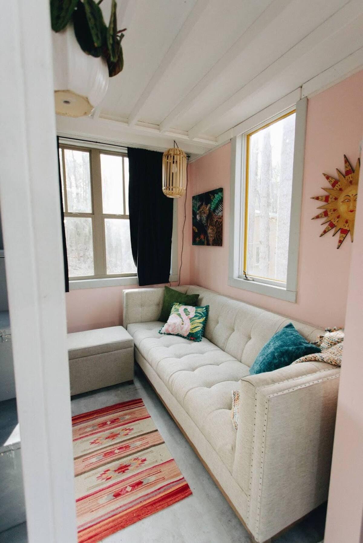 tiny house hola 6 - Tropical tiny house offers visitors a creative getaway