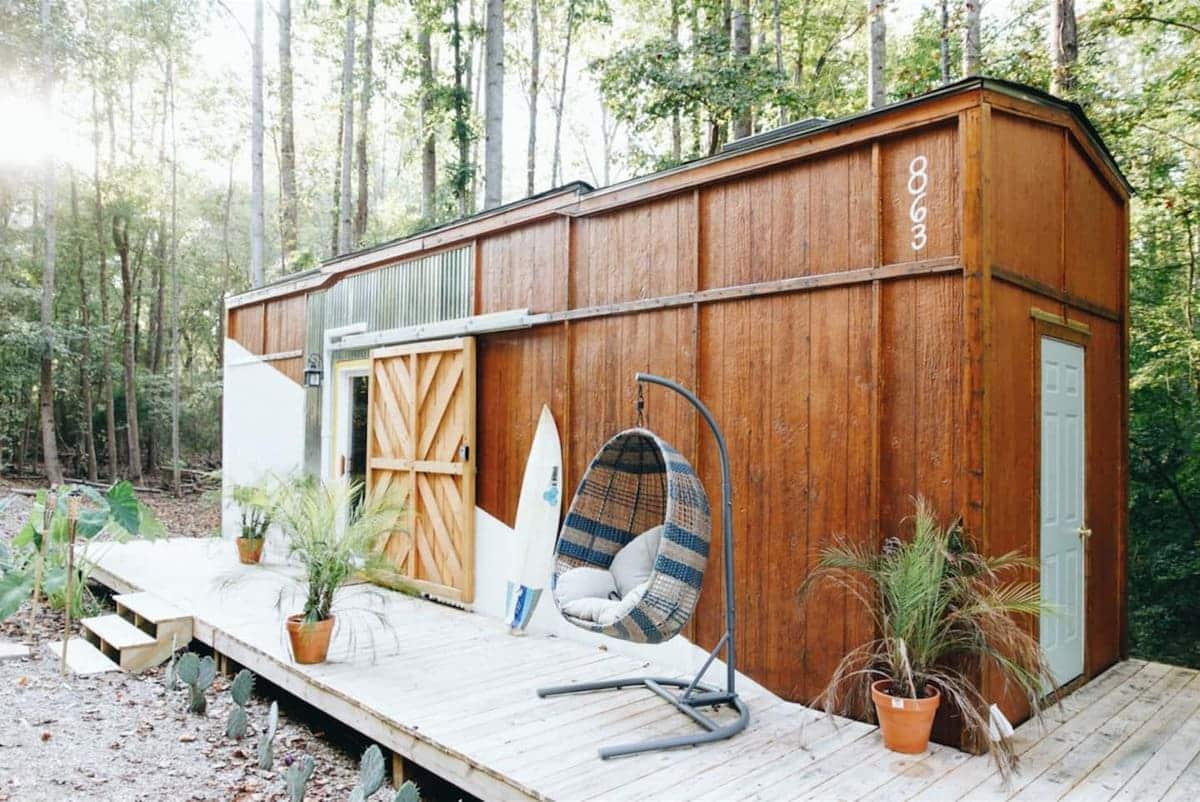 tiny house hola 8 - Tropical tiny house offers visitors a creative getaway